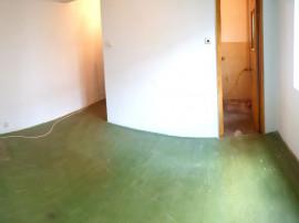 Apartament 3 camere in Campina,central,etaj 1/4,ieftin !