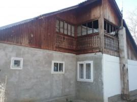 ID 7082: Casă cu 4 camere - Vanatori Neamt
