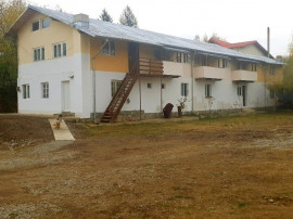 Pensiune 10 camere cu baie,teren 2000 mp,an 2010+casa P+E !
