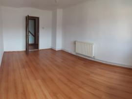Apartament 4 camere,2 bai,2 balcoane,decomandat,boxa,renovat