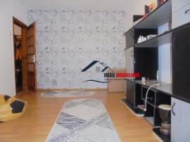BUCATARIE SPATIOASA! apartament cu 3 camere in Targoviste-m