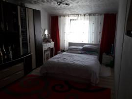 Apartament cu 3 camere in supr.de 90 mp, mobilat,utilat.