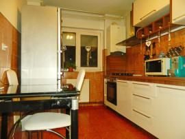 Apartament 4 camere, Micalaca zona 100, parter