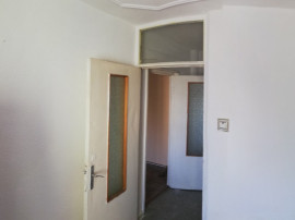 3 camere ,SemiDecomandat , Etajul 3