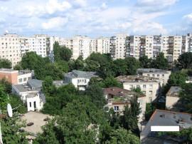 Apartament decomandat cu 2 camere în zona Tei