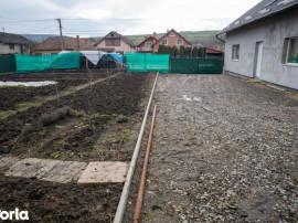Casa la tara, langa Tg Mures, gradina, solar, teren arabil