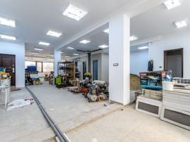 Spațiu comercial în bloc nou, Pârneava