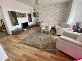 Casa 5 camere - renovata, garaj, poarta automatizata - Cisna