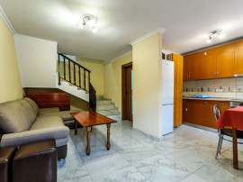 Apartamente noi la curte, Piața Avram Iancu.