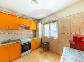 Apartament cu 3 camere de închiriat în zona Intim