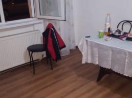3 Camere , etajul 2 . Umbreluta