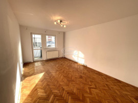 Apartament cu 3 camere, mobilat parțial, zona Piața Cip...