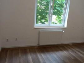 Apartament 2 camere decomandat etajul 1 Tractorul,10A08