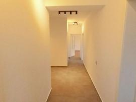 Inchiriem apartament la casa cu 3 camere in Noua