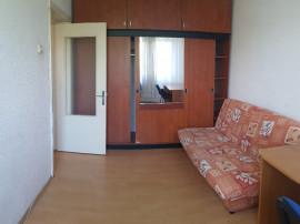 Apartament doua camere, decomandat, mobilat, etaj 3, 9 Mai