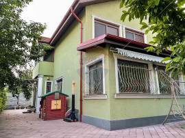 Casa de vanzare 5 camere 960 mp teren Otopeni Central