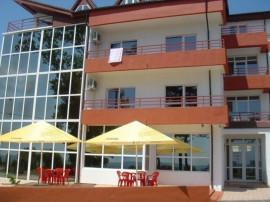 Hotel Veral - ultracentral, în prima linie, la 25 m de plajă