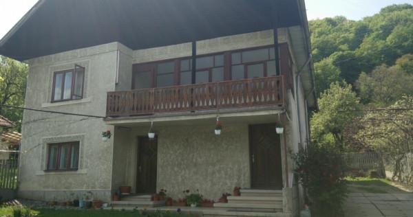 Casa cu etaj in Campulung Muscel,zona deosebit de frumoasa