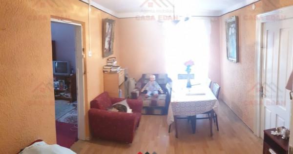 Apartament in Vila,90 mp util,central,teren 80 mp !