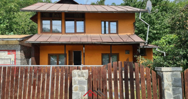 Casa in Comarnic, 3 camere, baie, bucatarie, teren 110 mp !