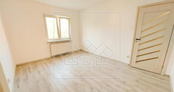 Apartament 3 camere - etaj intermediar, recent renovat - Hip