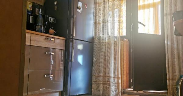 Proprietar apartament 3 camere sarari decomandat