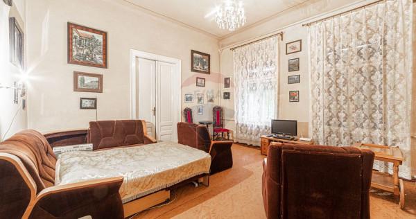 Casă / vilă solidă cu 7 camere de vânzare în zonă c...
