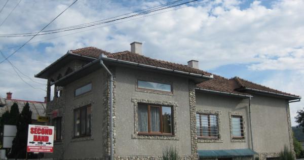 Casa spatii in centrul comunei Prundu Bargaului