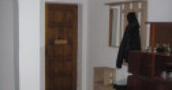 Apartament 3 camere central Moinesti