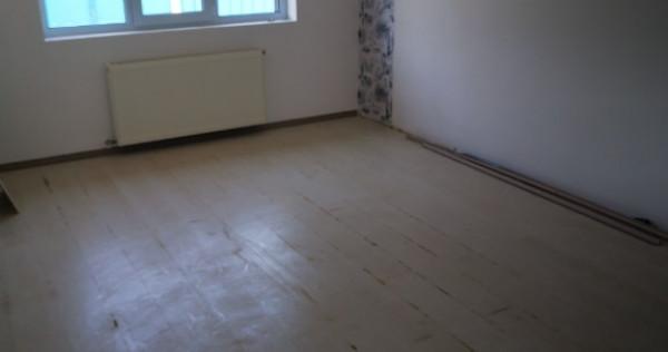 Casa 4 camere+curte 150 mp