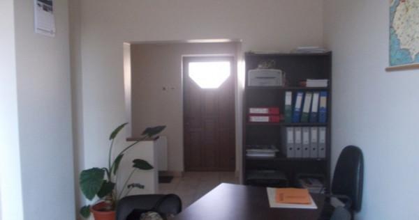 Chirie birou ultracentral imediat ocupabil, et. 1, mobilat
