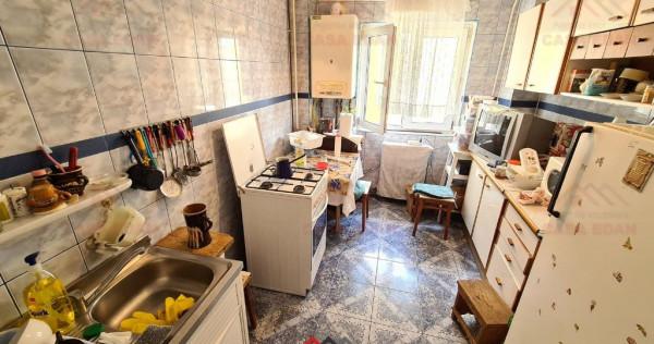 Apartament 3 camere,2 bai,decomandat,Bvd Carol,67 mp util !
