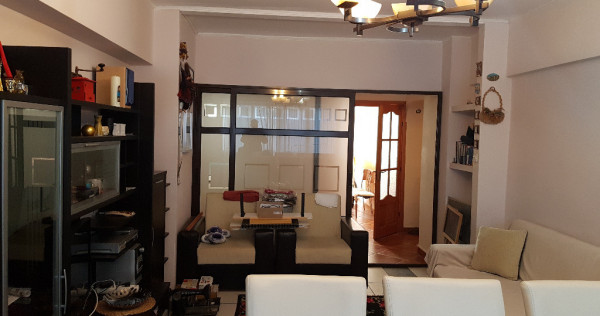 Apartament trei camere, mobilat si utilat, etaj 1, km 0