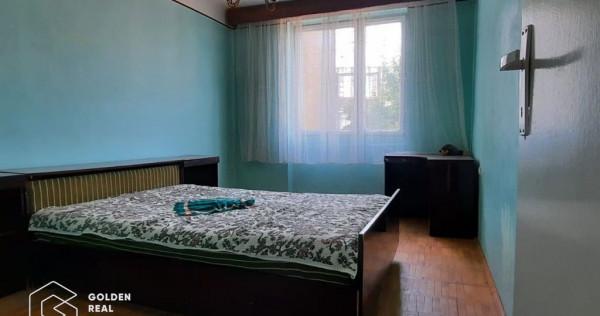 Apartament cu 3 camere, decomandat, spatios 100 mp, Lipova