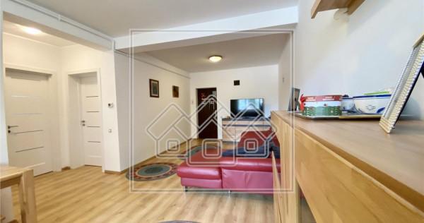 Apartament la cheie, partial mobilat, 3 camere, parter inalt