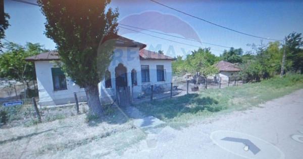 Teren Dragos Voda (Calarasi), langa scoala