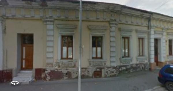 Casa ultracentral cu front stradal