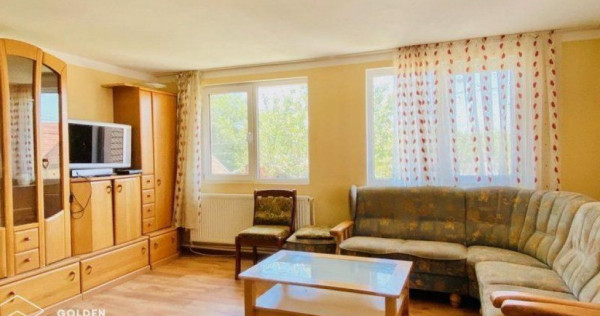 Casa spatioasa, 11 camere, Lipova, cartier Soimos, la DN7