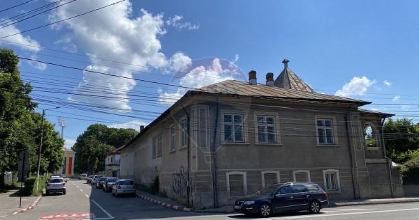 Casă / Vilă cu 7 camere de vânzare în zona Cetate