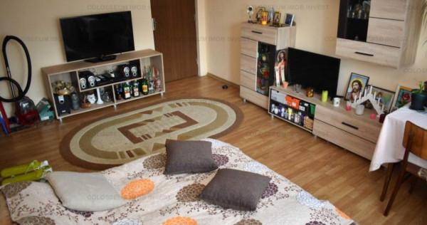 Apartament 3 camere, etaj intermediar