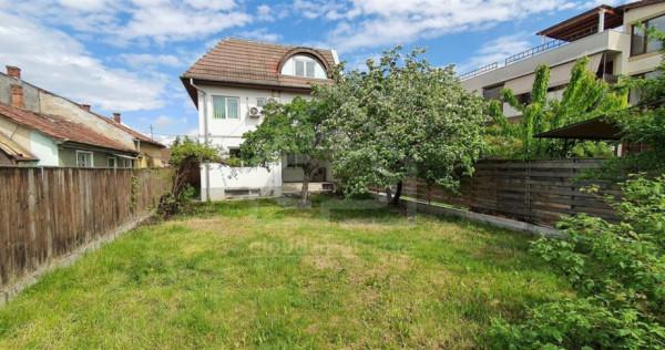 Casa 12 camere 440 mp curte 260 mp zona str. Constantin Bran