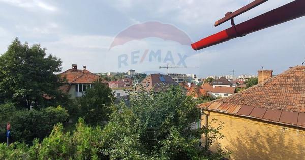 Casă / Vilă cu 4 camere de vânzare în zona Dealul Cet...