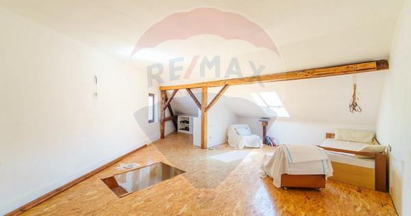 Apartament la casa cu 3 camere zona Gradiste