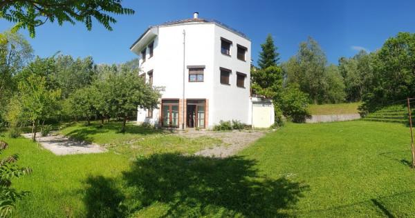 Inchiriez vila cu teren 1000mp central Campina, Prahova !
