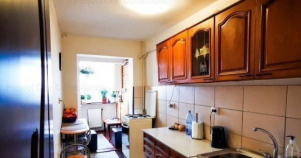 Apartament 3 camere, decomandat, situat in Botosani, zona Un