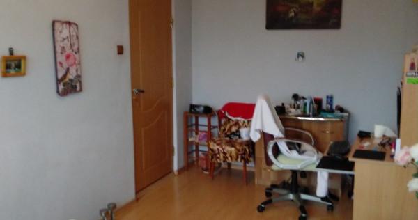 Apartament 3 camere decomandate in micro 17!