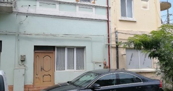 Casa cu parter+2etaje st=300mp Golesti