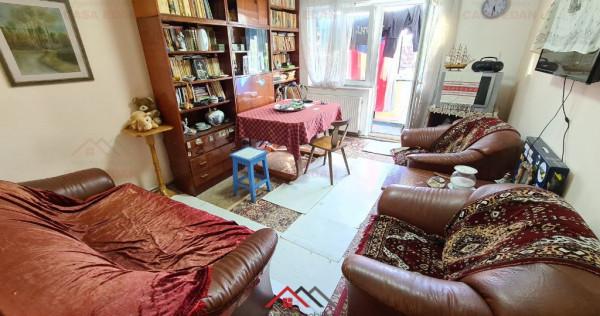 Apartament 3 camere decomandat in Campina, central, 47.000 E