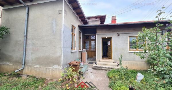 Casa in Campina,central,2 camere,teren 200m,mobilata,200 E !