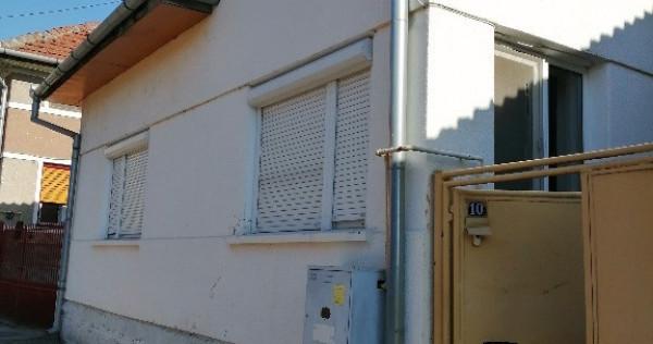 Casa si curte ,total 505mp ,ultracentral Zona O in Deva